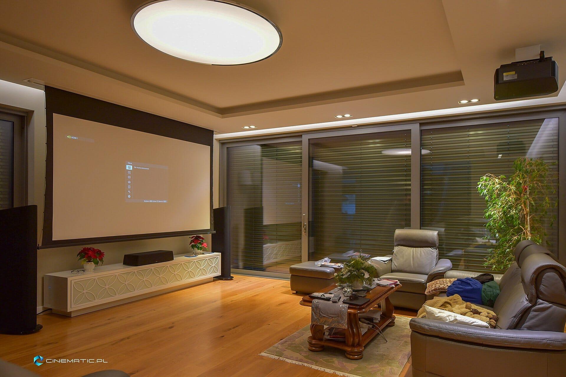 instalacja kina domowego w salonie