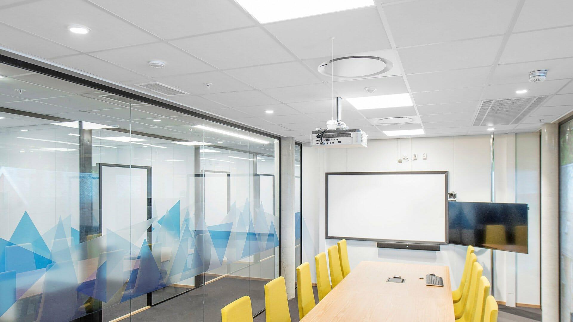 sufit podwieszany w biurze