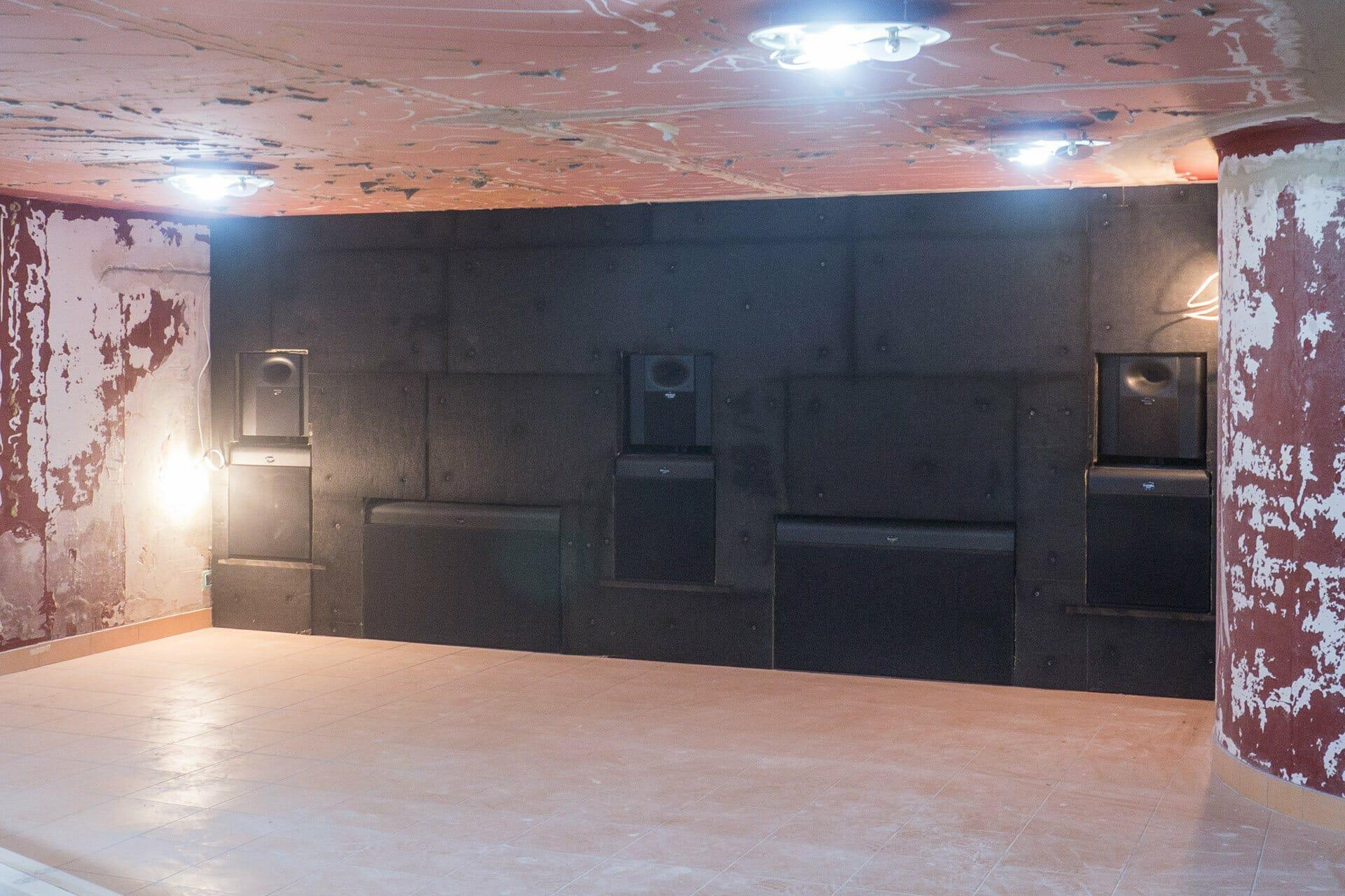 zabudowa ekranowa baffle wall