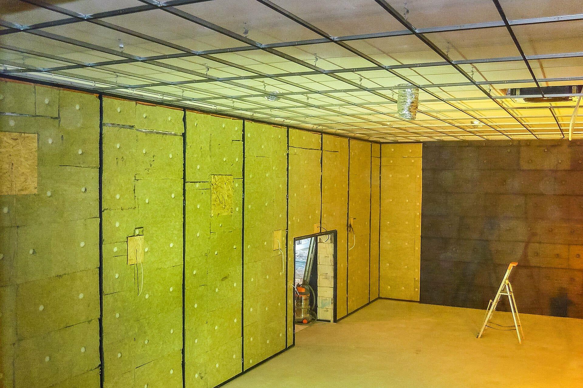 budowa dużej sali kinowej