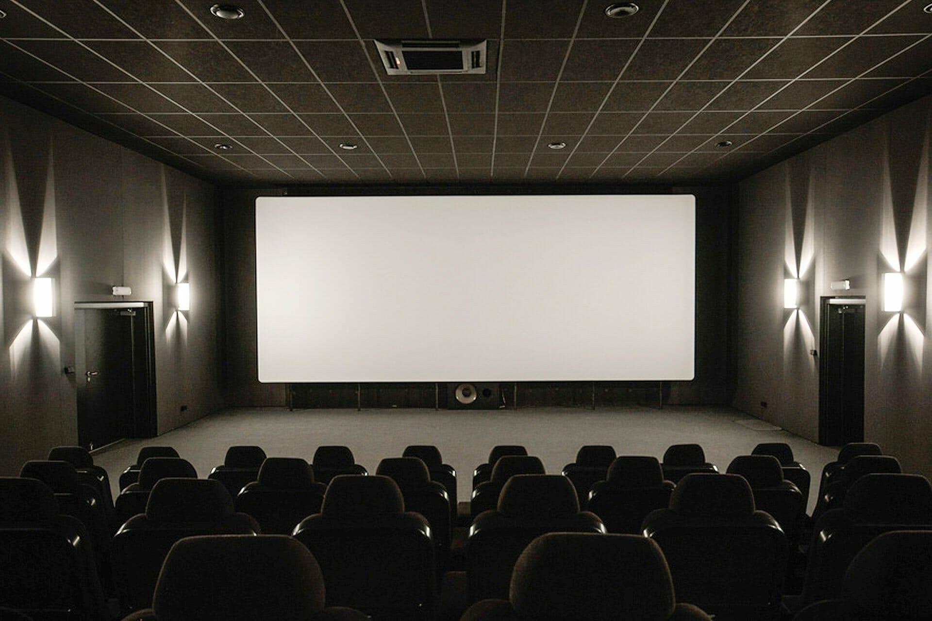 sufit w kinie